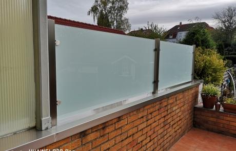 Terassensichtschutz Sichtschutz aus Edelstahl und Milchglas von Stefan Eibel aus Herten